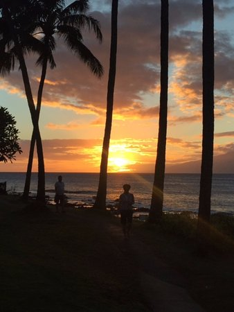 Napili Surf Beach Resort: First sunset