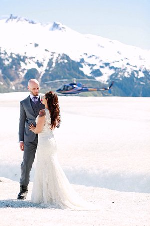 Pearson's Pond Luxury Inn and Adventure Spa: Our amazing helicopter glacier wedding arranged by Maryann of Pearson's Pond. Simply magical!!!