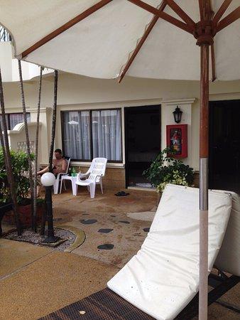 Horizon Patong Beach Resort & Spa : By Pool area outside room 177