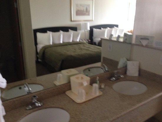 Quality Inn & Suites Denver International Airport Gateway Park Photo