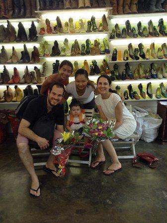 Friendly Shoe Shop: Happy meeting