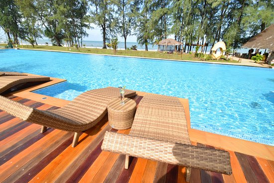 Long Beach Chalet: Infinity pool