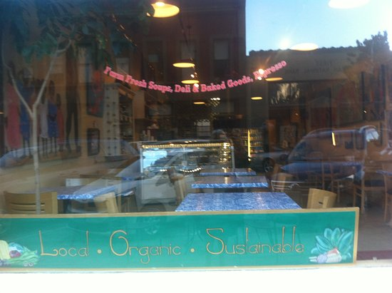 Lehani's Deli and Coffee House: Deli window