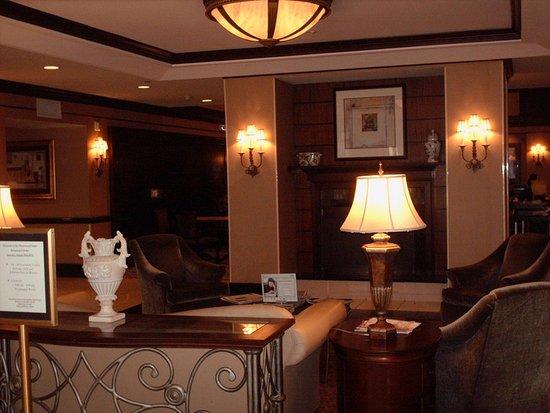 Chester, VA: Hotel lobby area