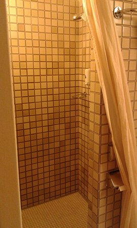 X-TRA Hotel: Fan in room and excellent shower