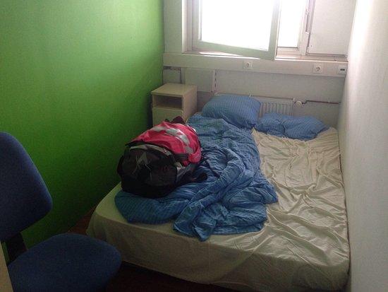 Nanau0027s Rooms: Sehr Kleiner Raum Zum Kleinen Preis! Aber Es Gibt Auch  Größere Zimmer