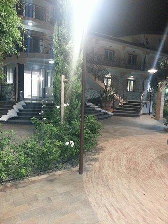 Altavilla Silentina, Italia: 20160825_213815_large.jpg