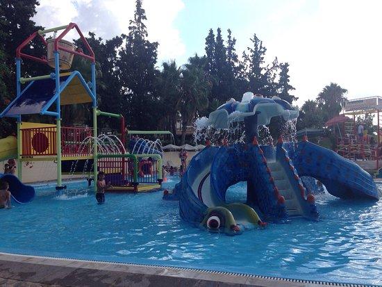 photo2.jpg - kuva: Limnoupolis Water Park, Chaniá ...