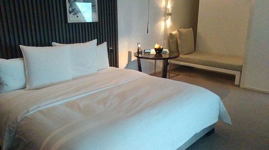 Park Hyatt Shanghai: King size bed