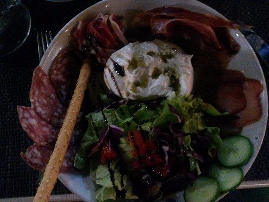 Les-Salles-sur-Verdon, فرنسا: Salade de rubbatta et charcuterie excellente