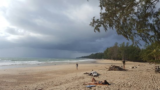 Lanta Castaway Beach Resort: 20160823_165745_large.jpg