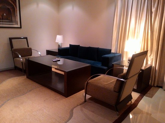 Radisson Blu Marina Connaught Place: The front room