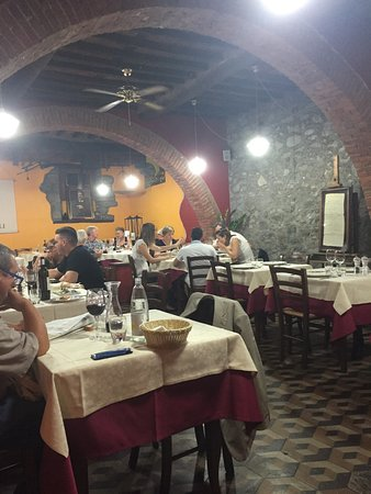 Gallicano, Italy: Busy popular restaurant