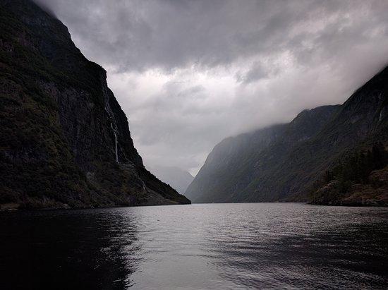 Gudvangen Fjordtell: A dos pasos del hotel hay estas vistas...