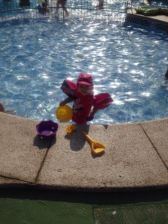 ألبير جاردن ريزورت: Taken on aqua park and in small pool