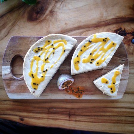 Canungra, Australien: Passionfruit cheesecake made from our passionfruits in our garden