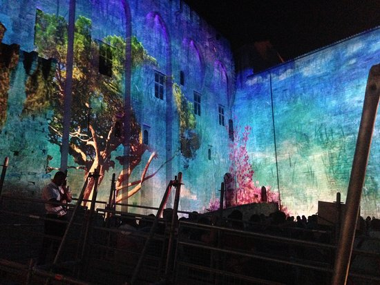 Palais des Papes: spectacle luminescence