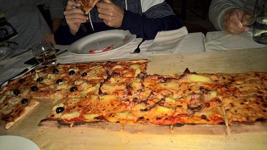 Montemaggiore al Metauro, Ιταλία: pizza al metro