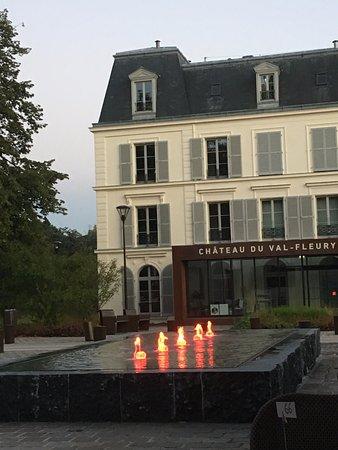 Gif-sur-Yvette, Frankrike: Vue de notre table en terrasse