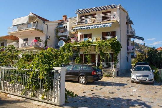 Seget Vranjica, Kroasia: Villa Rozana exterior