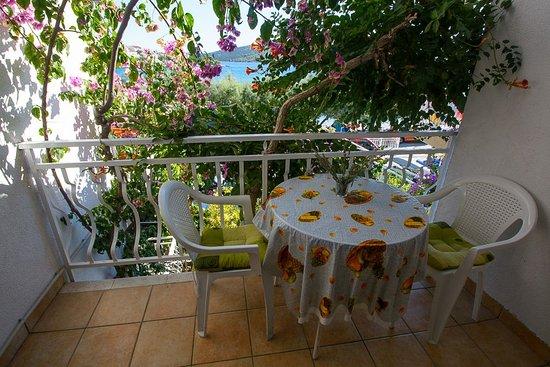 Seget Vranjica, Kroasia: Luxury apartment 3 bedrooms, 3 bathrooms third balcony