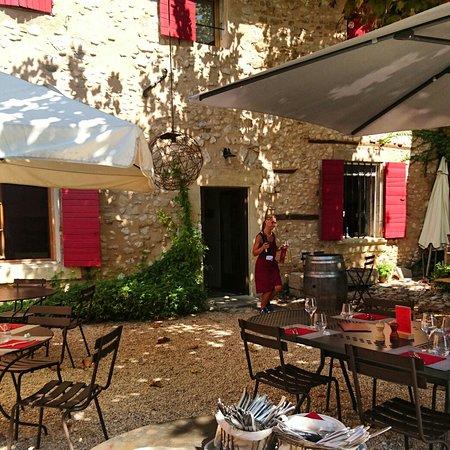 Pernes-les-Fontaines, Frankrike: IMG_20160819_123516_large.jpg