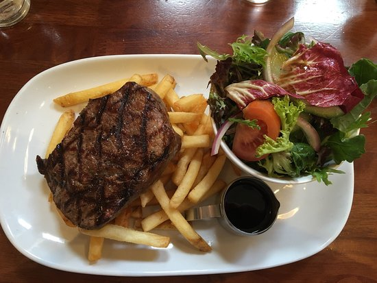 Victoria Park, Australien: A limited menu though packs a real punch for what's on offer. Huge sizes I had the Scotch Fillet