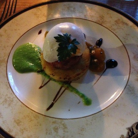 Copthorne, UK: Ham hock with poached egg on bubble and squeak cake