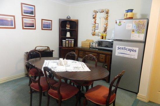 Mindarie, Australia: The Guest Lounge