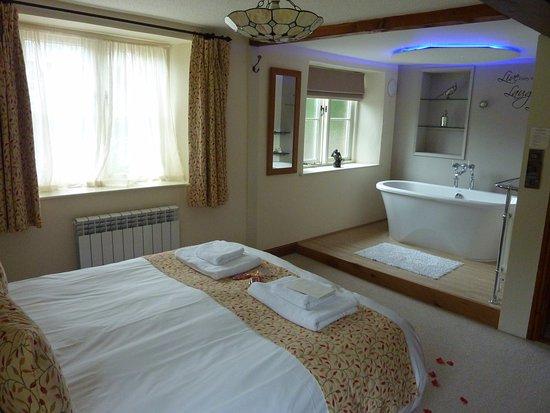 Millbrook Cottages: Corncott Bedroom