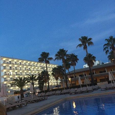 Sol Alcudia Center Apartamentos: Evening