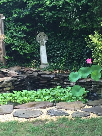 The Inn at Cook Street: Koi Cottage and koi pond