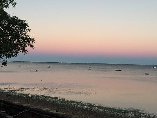 ذي إن آت كوك ستريت: view from beach two blocks from inn
