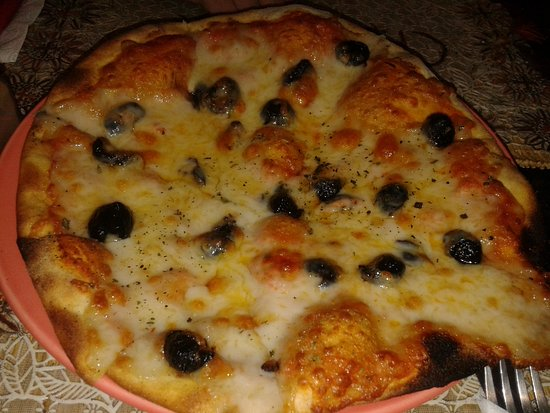 Chez Yassine: Pizza: margherita con olive nere