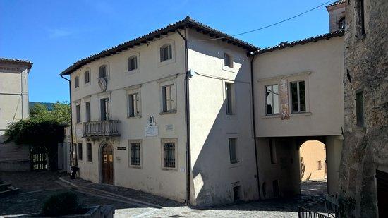 Pennabilli, Italy: Esterno del palazzo che ospita il museo