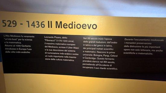 Pennabilli, Italy: Un pannello esplicativo, sulle caratteristiche pareti ricurve
