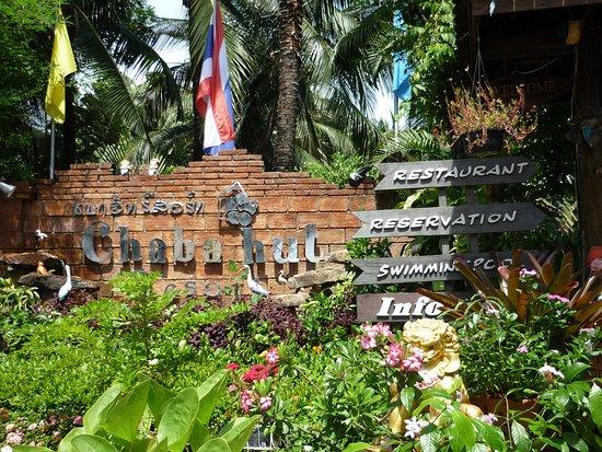Chaba Hut Resort: Entrée de l' hotel
