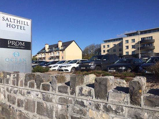 The Salthill Hotel: Sicht von der Promenade aus