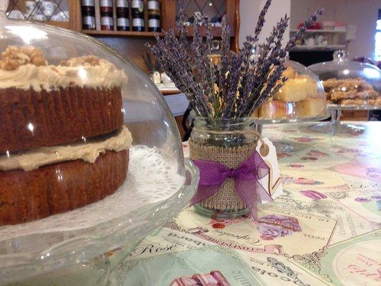 Burnley, UK: Yummy cake!