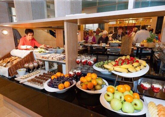 Podstrana, Croacia: Super 5*****Hotel, beste Ausstattung, schöne Poollandschaft und Strand. Bestes Essen und große W
