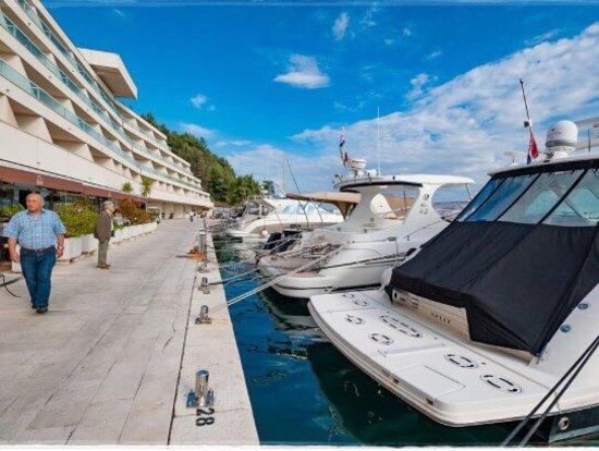 Podstrana, Croazia: Super 5*****Hotel, beste Ausstattung, schöne Poollandschaft und Strand. Bestes Essen und große W
