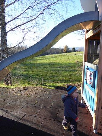 Twann, Switzerland: Un des jeux avec vue sur la campagne