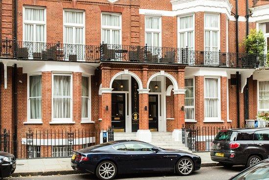 Presidential Apartments Kensington: Entrance