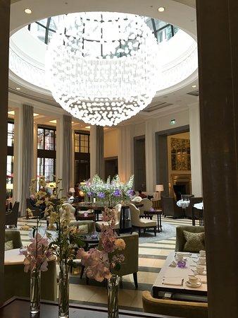 Corinthia Hotel London: Élégant salon