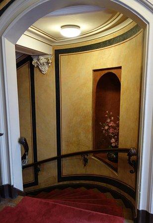 Treppenhaus altbau  Treppenhaus im Altbau - Bild von Hotel Angleterre, Berlin - TripAdvisor