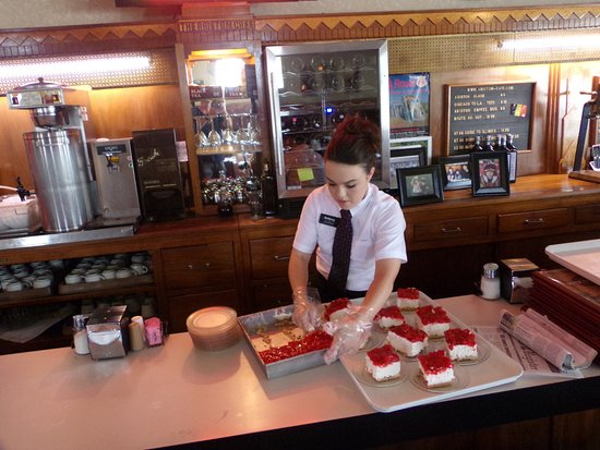 Litchfield, IL: Ariston cafe preparing for dinner guests