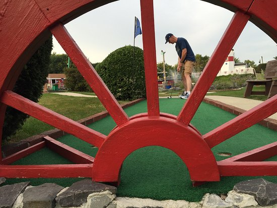 ‪Schooner Miniature Golf‬