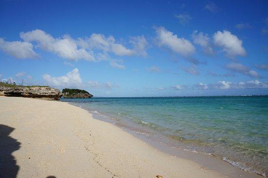 Nakijin-son, Giappone: ふっかふかの白い砂浜。歩くと独特の感触が味わえます。
