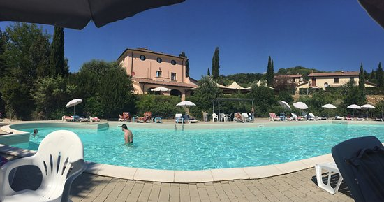 Riparbella, Italy: Outdoor pool