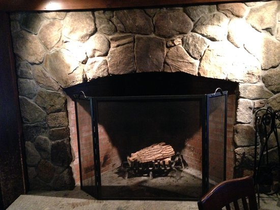 Bristol, Nueva Hampshire: One of two very Vintage fire places
